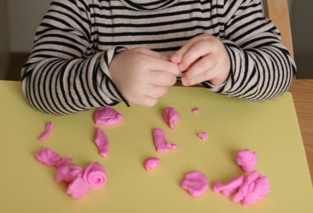 騒々しい教室が苦手な理由〜発達障害の感覚過敏を攻略しよう!
